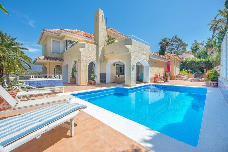 Marbella Holiday Villa with Sea Views and pool, vacation rental in Istan