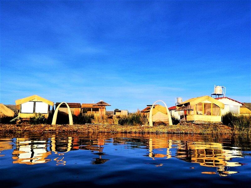 Alojamiento Flotante Del Titicaca, location de vacances à Puno Region