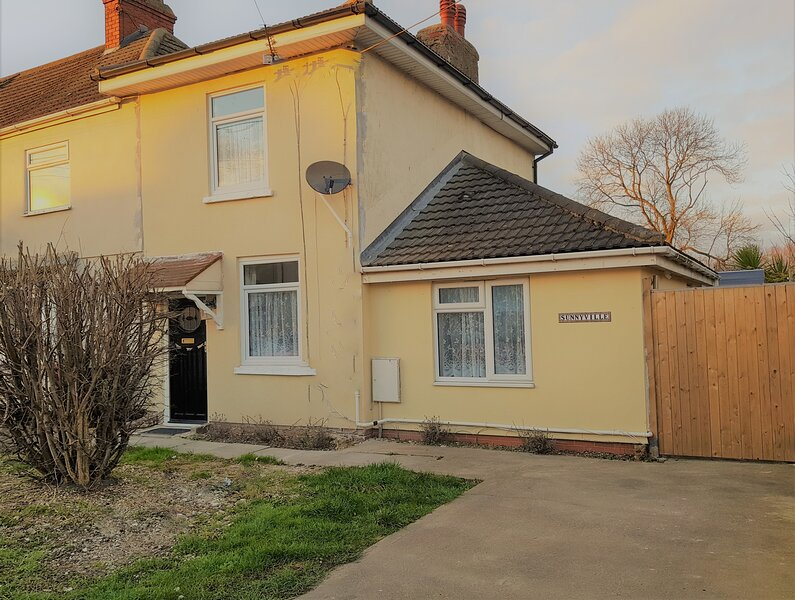 Sunnyville - 4 bedrooms. Quiet. Safe parking/car/bikes. Clean & well equipped., casa vacanza a Barrow upon Humber