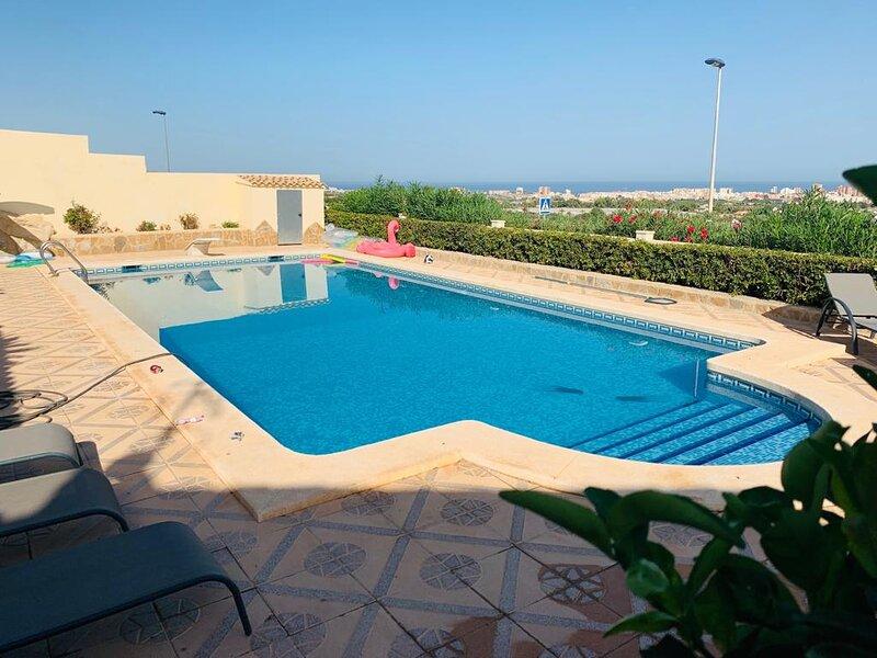 Beautiful detached villa, El Dorado Mutxamel, Alicante, holiday rental in Mutxamel
