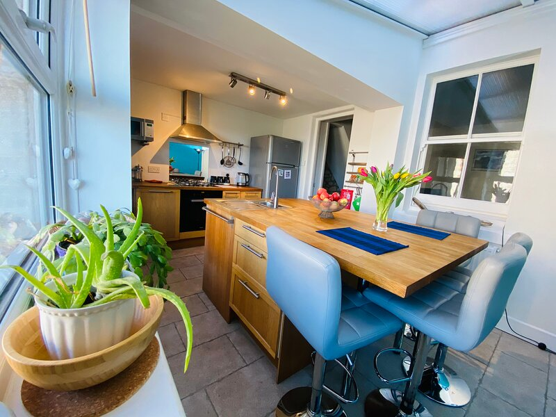 Sunset Cottage *Walking distance to Chesil Beach*, vacation rental in Isle of Portland