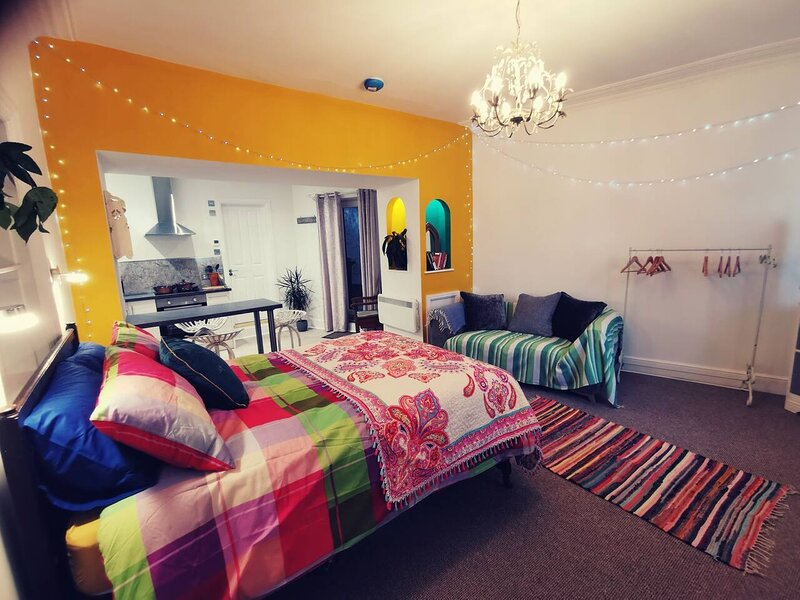 ��CHARLIE FRIDAYS SNUG��, holiday rental in Barbrook