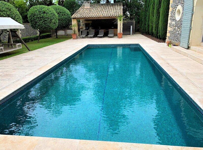 Caux Villa Sleeps 12 with Pool and WiFi - 5883499, location de vacances à Neffiès