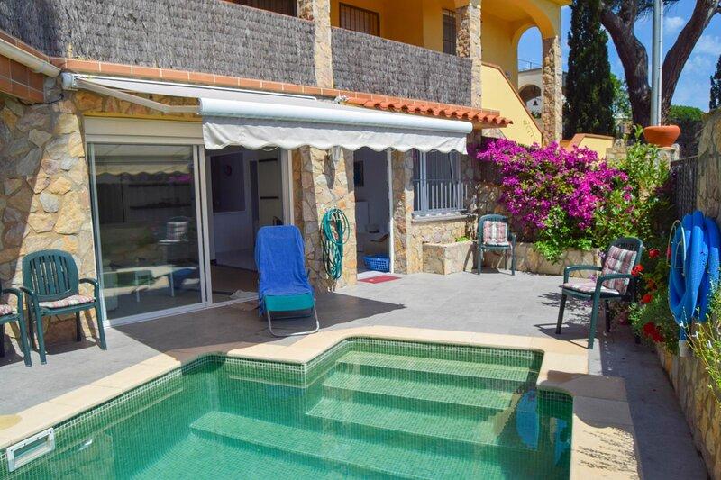 Apartment in SA Riera 400 meters from Platja Illa Roja in Begur., holiday rental in Platja de Sa Riera