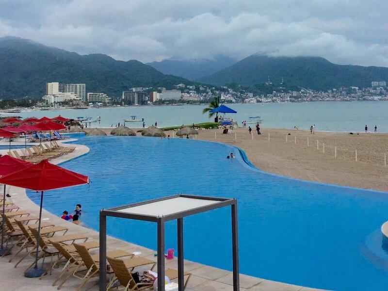 Apartment Beach Front Grand Venetian 2, holiday rental in Puerto Vallarta