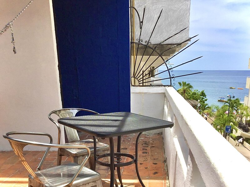 Cozy Studio 50 steps to the Beach, holiday rental in Puerto Vallarta