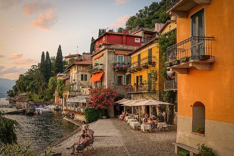 IN THE EXOTIC LOCATION OF VARENNA-EXQUISITE LUXURY ON SHORES OF LAKE COMO, alquiler de vacaciones en Varenna