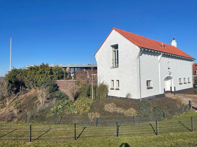 B&B Pompgebouw aan de Rijn met direct uitzicht op de Rijn, vacation rental in Beek Gem Montferland