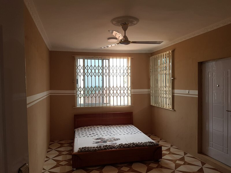 Immaculate 4-Bedroom, House in Cape Coast *Moree, holiday rental in Elmina
