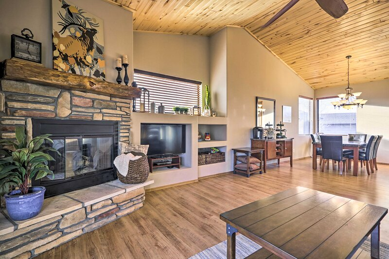 NEW! Family-Friendly Show Low Home w/ Deck & Grill, vacation rental in White Mountain Lake