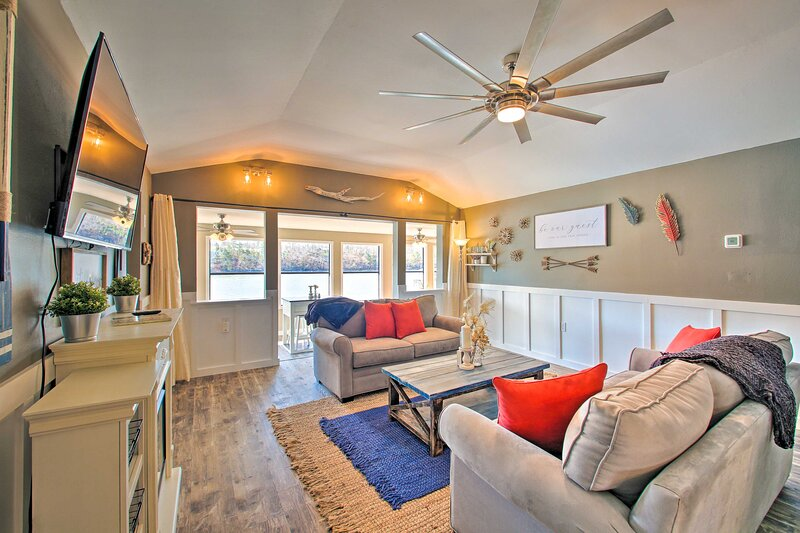 NEW! Riverside Home w/ Private Dock < 8 Mi to Dtwn, holiday rental in Pearcy