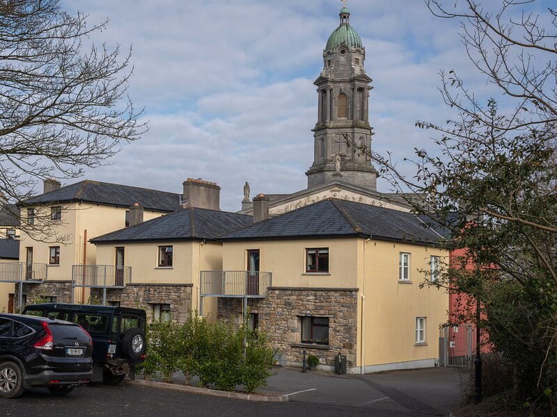 2B Cathedral View Apartments, Longford, County Longford, vacation rental in Dromod