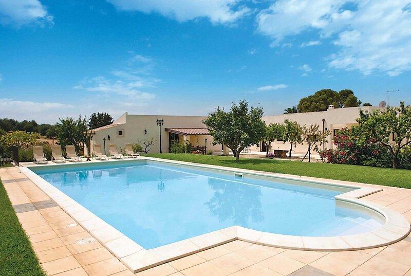 Country villa w/ great views, large pool & terrace, vakantiewoning in Rigolizia