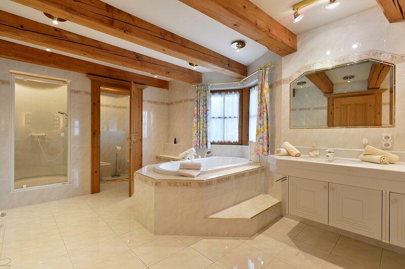 Gemütliches Landhausappartement mit Single-Whirlpool und Balkon, holiday rental in St Johann in Tirol