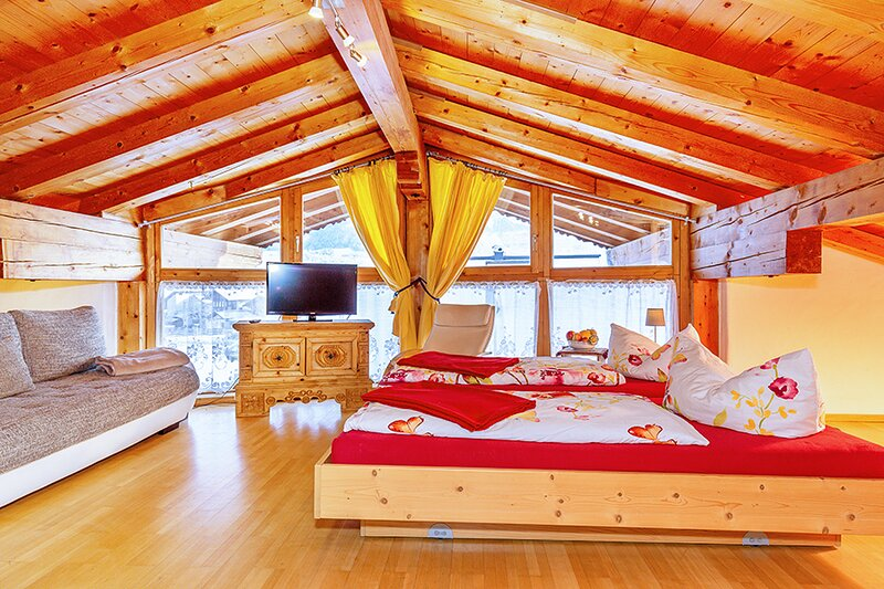 Uriges Dachgeschoss-Studio in ruhiger Lage, holiday rental in St Johann in Tirol