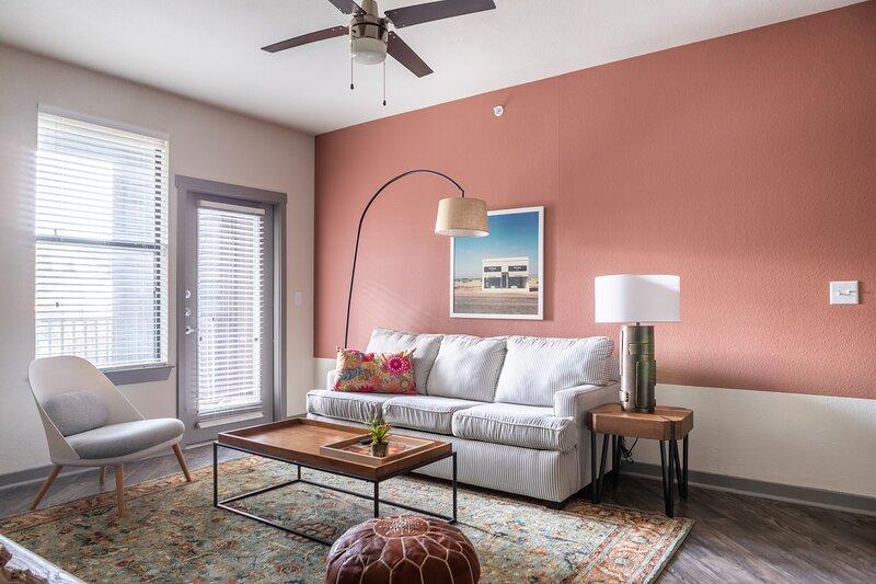 WanderJaunt | Stillwell | 2BR | Alamo Heights, holiday rental in Castle Hills