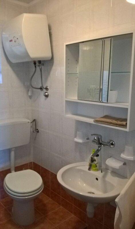 A2-Veliki(3): bathroom with toilet