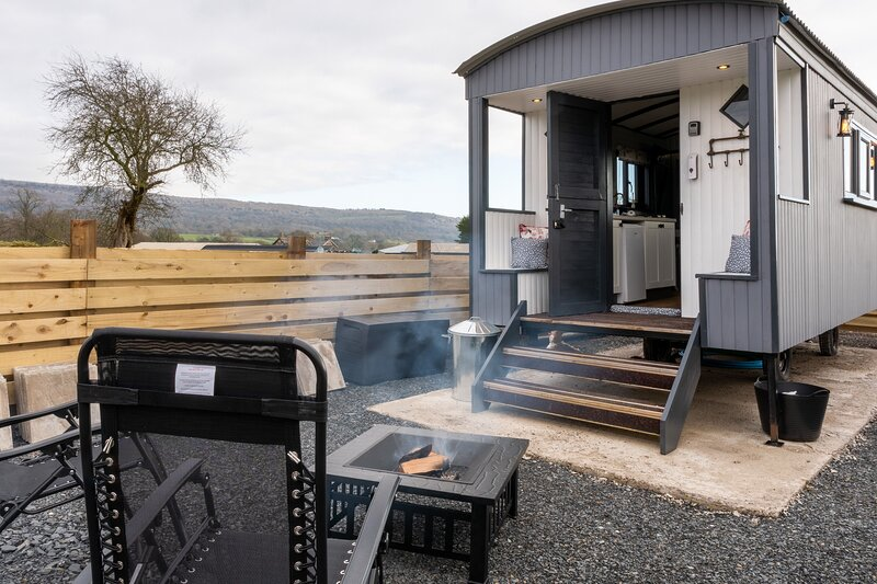 Rooster Hut, vacation rental in Bowland Bridge