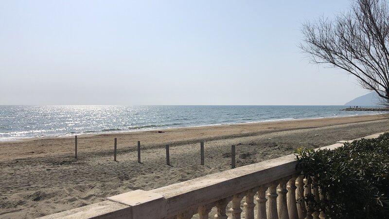 Letteralmente a due passi dal mare...svegliati e tuffati!, vakantiewoning in Porto Badino