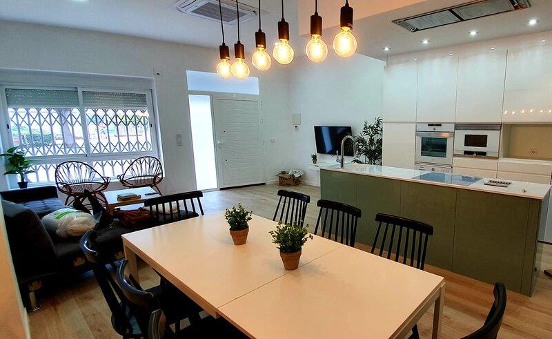 Espectacular casa de diseño, holiday rental in Gandia