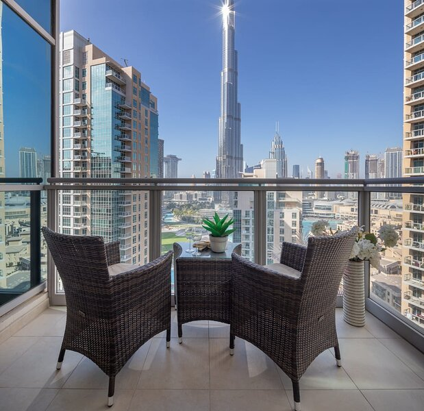 Lavish 2BR with Picturesque Burj Khalifa Views!, holiday rental in Hatta