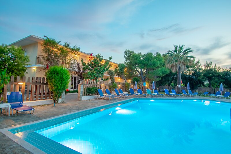 Splash Pool Bar 15 1st Floor Room, location de vacances à Pefkakia