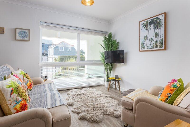Westward Apartment, Polzeath Beach, Parking, Sleeps 4, location de vacances à Trebetherick
