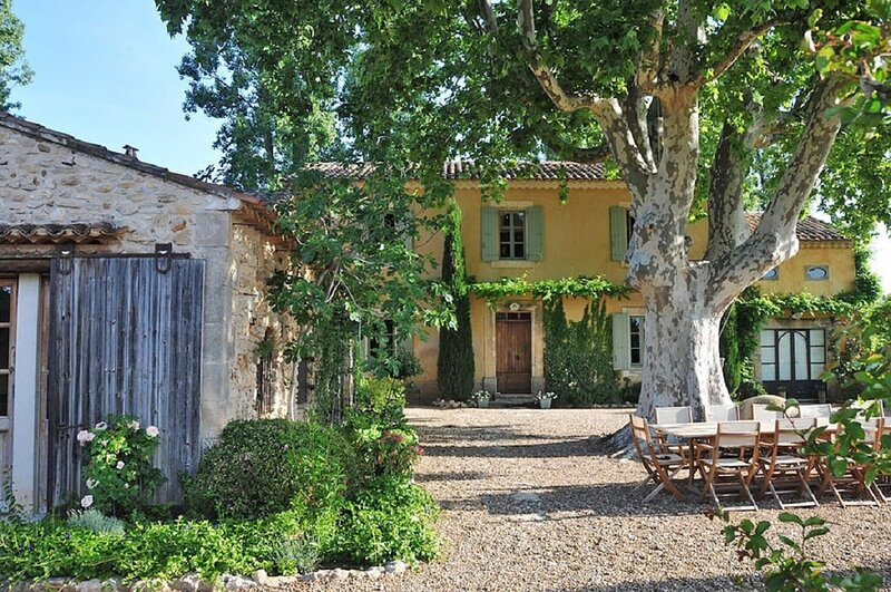 NESTLED AT THE BOTTOM OF MOUGINS VILLAGE-A FIVE STAR FAMILY HOME, holiday rental in Bonnieux
