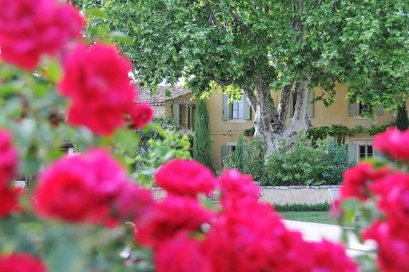 INDULGE IN LUXURY& GET PAMPERED IN STYLE-MAGNIFICIENT 18TH CENT MAS IN LUBERON, holiday rental in Bonnieux