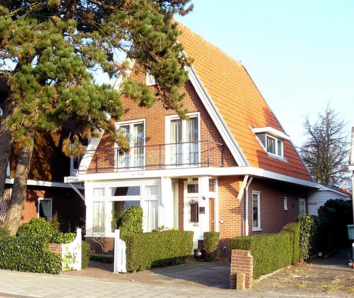 Rural styled and light family home, holiday rental in Bloemendaal