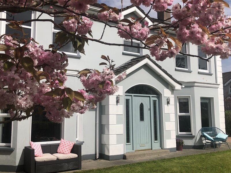 Luxury Modern Home at The Rectory, Fahan, Co. Donegal by Wild Atlantic Wanderer, holiday rental in Ramelton