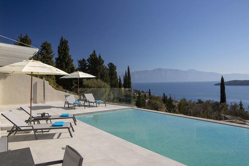 Brand new Villa Eos with endless view & close to beach & Nidri, holiday rental in Perigiali