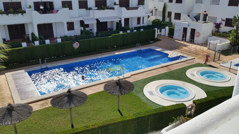 Mar De Pulpi 62 - Luxury apartment only 5 mins walk to the beach. WIFI/AIRCO, alquiler de vacaciones en Pulpí