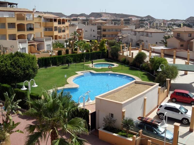 Costa Serena 402B - Large Attic apartment only 5 minutes walk to beach, alquiler de vacaciones en Pulpí