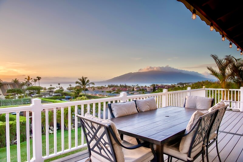 *The Kauhale Breeze:4BR/4BA Stunning Ocean Views, Comfy Bedding & Spacious Deck!, holiday rental in Kula