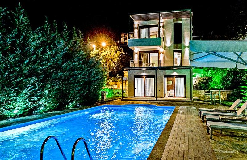 Gorgeous Villa Giulia With Private Pool & Ocean Views in Syvota Thessprotias, holiday rental in Parga