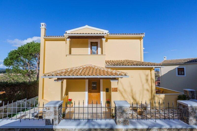 Louisa's Summer House, holiday rental in Kastania