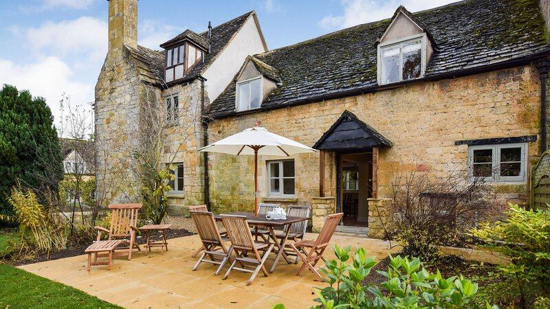 Archers, Sudeley Castle, Cotswolds - sleeps 8 guests  in 4 bedrooms, vacation rental in Winchcombe