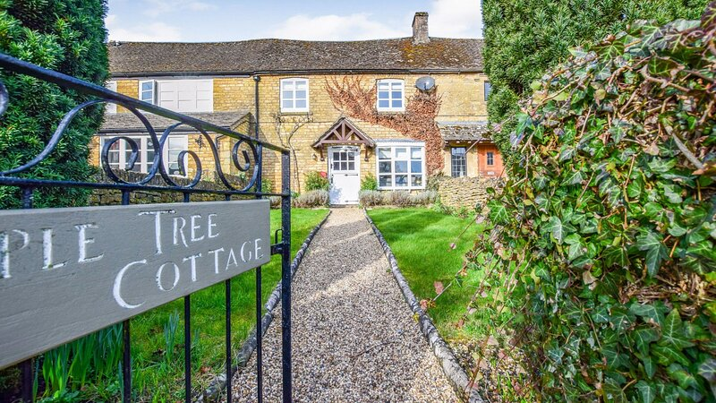 Appletree Cottage, Bourton-on-the-Water Sleeps 5 guests  in 3 bedrooms, holiday rental in Bourton-on-the-Water