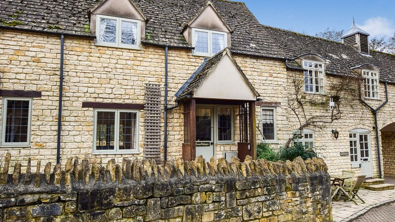 Anne Boleyn Cottage at Sudeley Castle - A delightful pet friendly Cotswold holid, vacation rental in Winchcombe