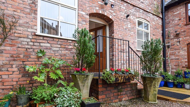 Bishop's, Ledbury, Dog Friendly, Herefordshire - sleeps 2 guests  in 1 bedroom, vakantiewoning in Dymock