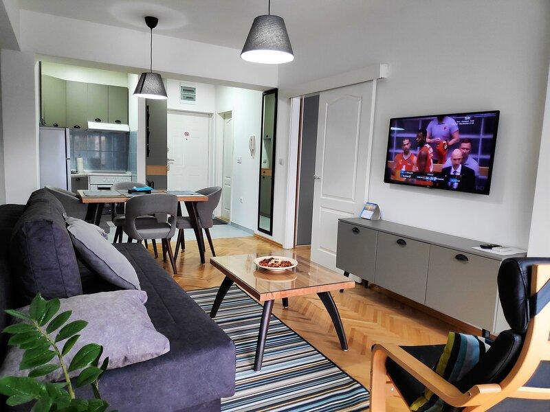 Apartment close to Lake & Old Town, location de vacances à Pestani