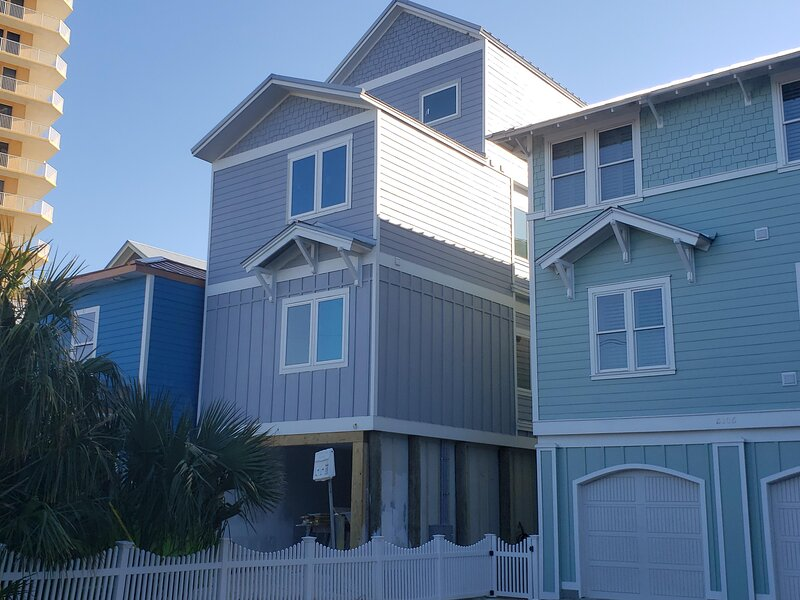 The Sandcastle - 8 Bedroom with Hot Tub!  Beachfront!!!, holiday rental in Lower Grand Lagoon