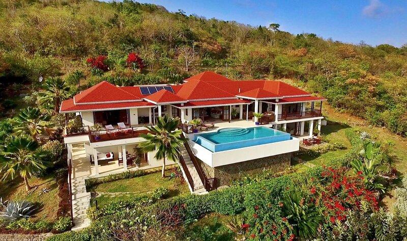 Beachfront Plantation House - IJEOMA, vakantiewoning in Bequia