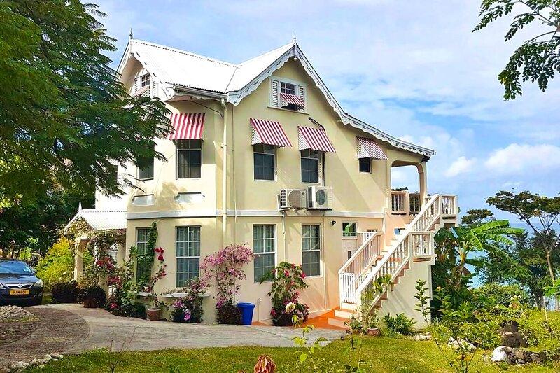 Rolanda's Waterside Apartment, alquiler de vacaciones en Saint John Parish