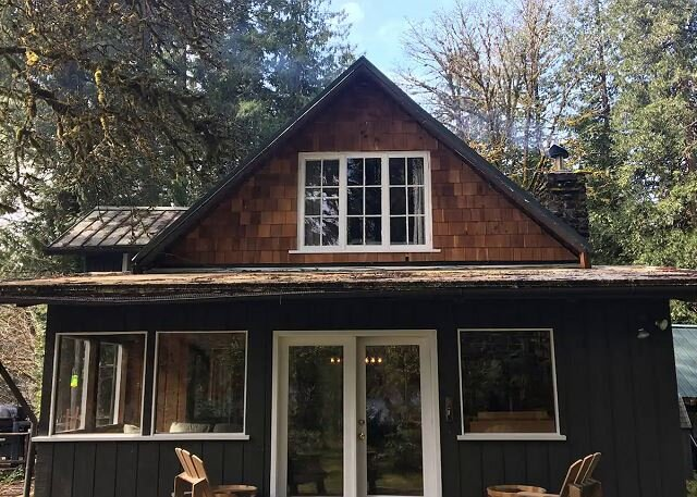 The Lodge on the McKenzie River, holiday rental in Finn Rock