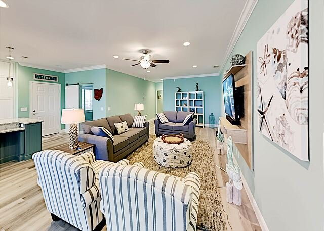 Chic Gulf Villa | Pools, Hot Tub, Sports Courts, Fishing Pier | Mins to Beach, vacation rental in Fort Myers