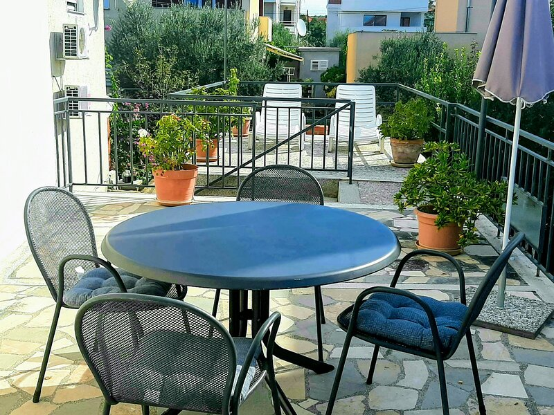 Apt sunny daze borik, vacation rental in Zadar