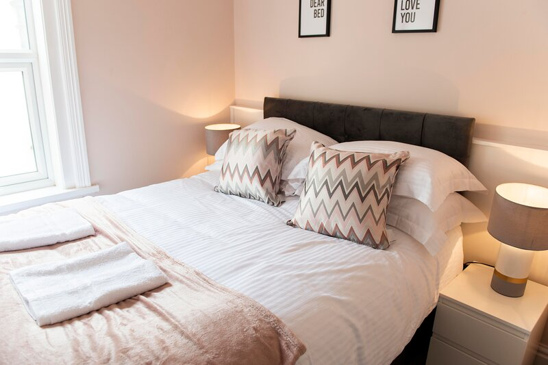 Charles Alexander Short Stay - Highcliffe Pebble Suite, holiday rental in Thornton Cleveleys