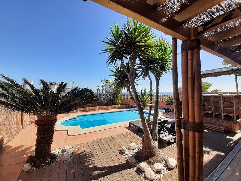 Superbe villa 3 ch. Bouddha House à Caleta de fuste avec piscine et jacuzzi, alquiler de vacaciones en Caleta de Fuste